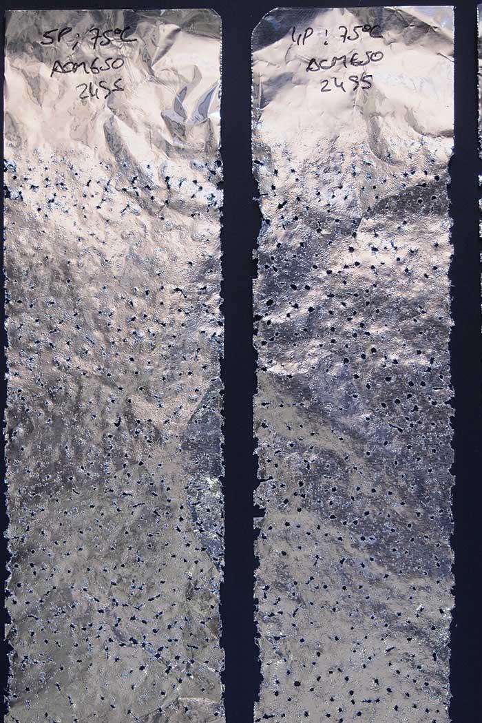 Effect van cavitatie op een aluminiumplaat
